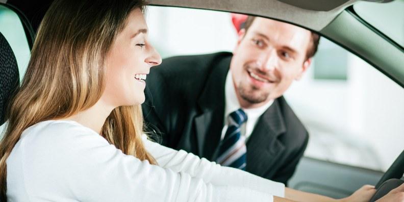 Продавець-консультант автомобілів